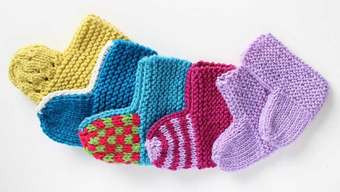 Pattern and tutorial for knitted baby socks